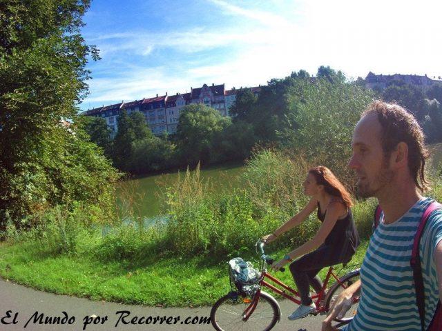 """Camino a orillas del río Rín hacia el Camping """"Insel"""""""