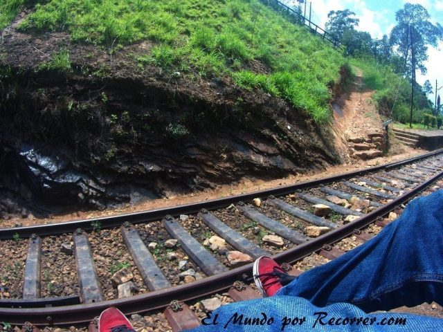 tren sri lanka nine arches bridge ella train beautiful
