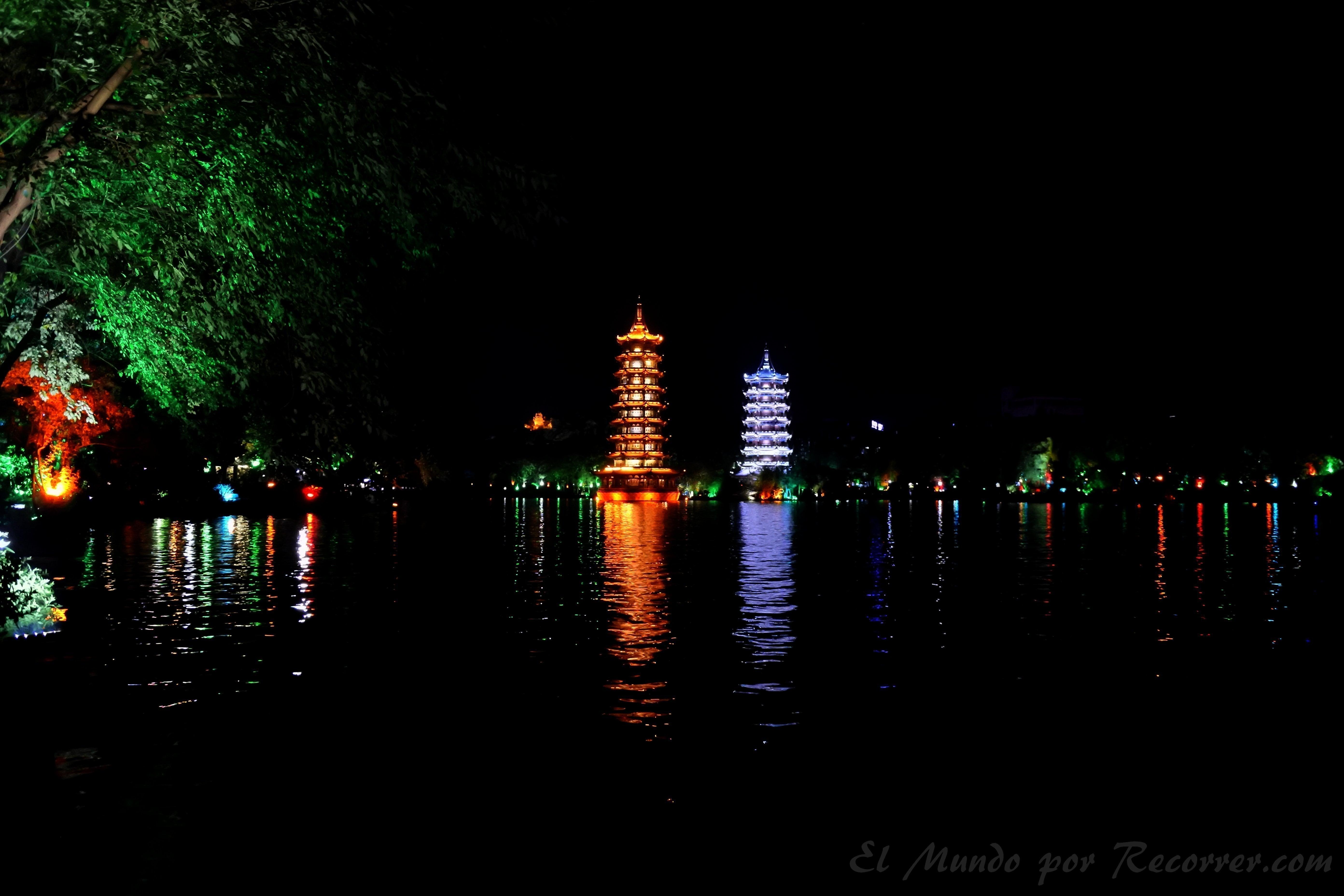 La torre del Sol y la Luna en el lago Shun Hu