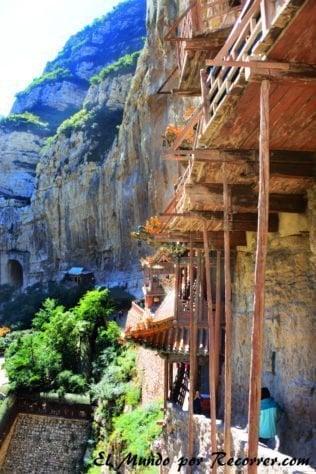 monasterio-colgante-lateral