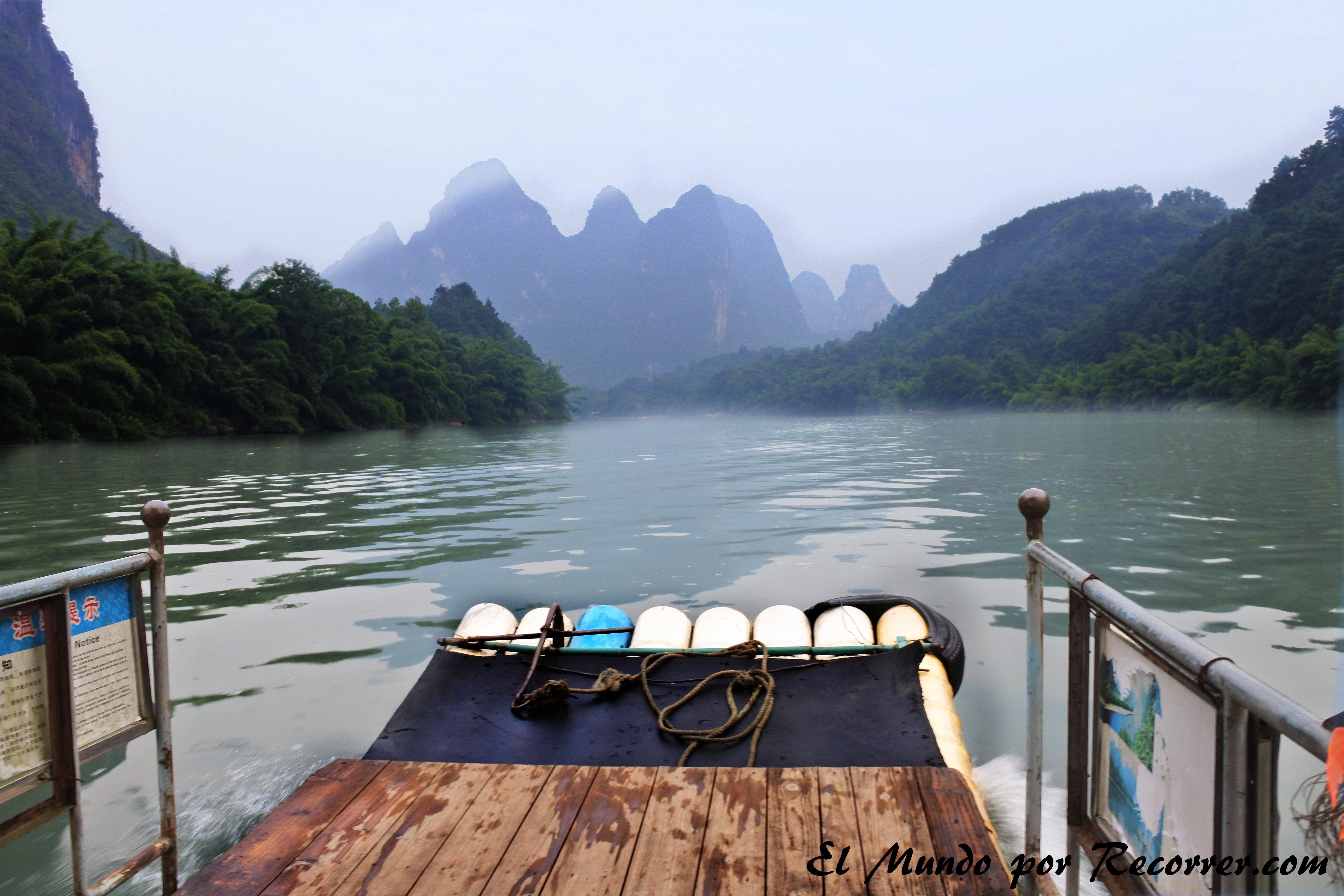 Trayecto en barco hacia Xingping Yangshuo China travel blog