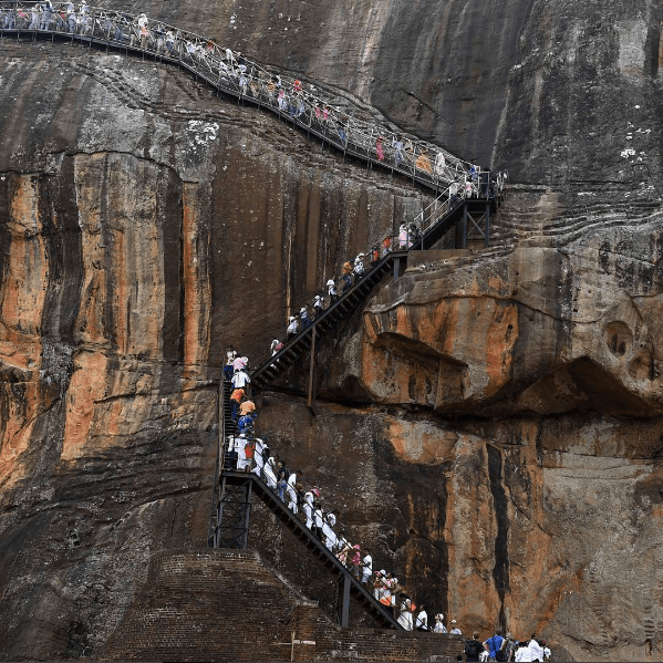 Sigiriya rock Full of people