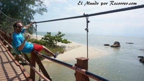 penang tourtle beach puente malasia