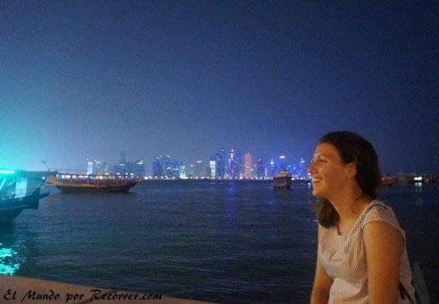 Doha Qatar skyline noche nocturno