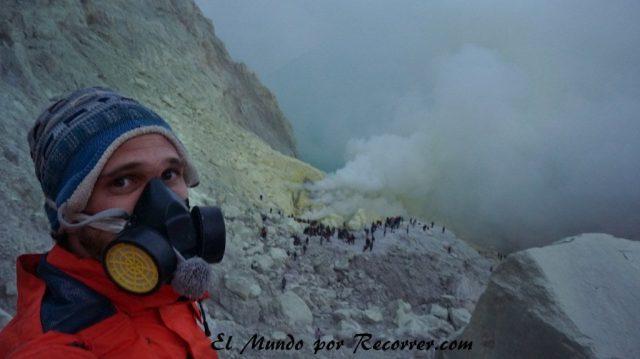 Ijen volcan blue fire mascara humos sulfuros