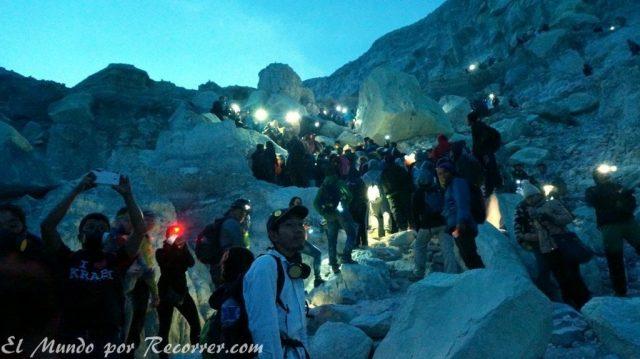 Ijen volcan gente turistas muchos lleno