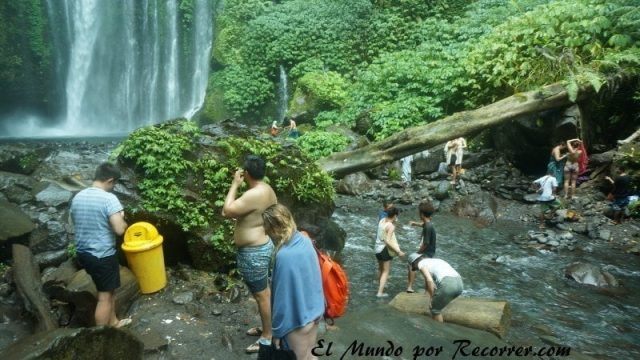 Senaru waterfall tiu kelep gente tuistas