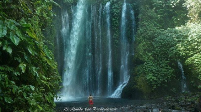 Senaru waterfall tiu kelep solo