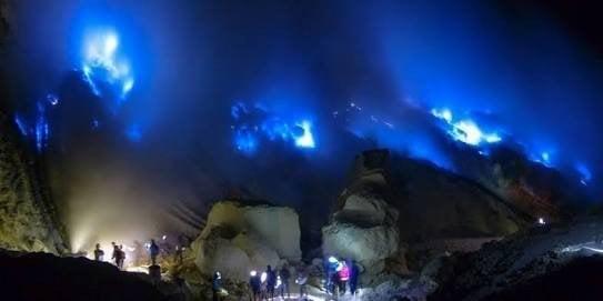 Volcán ijen al amanecer