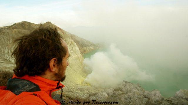 lago acido mas grande del mundo ijen