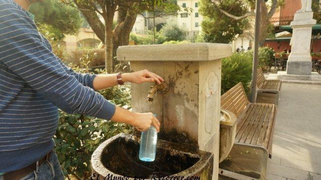 Cinque Terre Italia agua potable fuentes