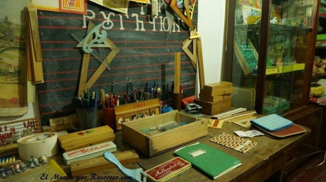 Museo del consumismo cominusta escritorio niño Timisoara rumania