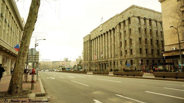 belgrado en serbia edificios grises y oscuros