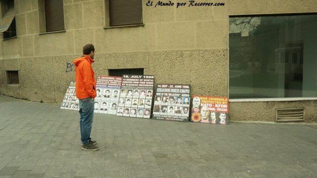 carteles belgrado en serbia sobre la guerra