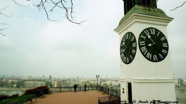 novi sad en serbia torre del reloj en la fortaleza