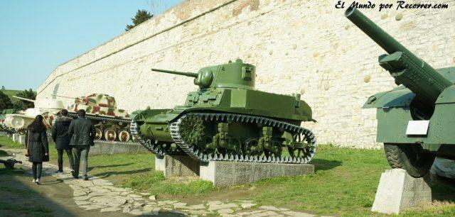tanques en la fortaleza enbelgrado serbia
