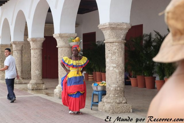 Cartagena colombia mujeres vendedoras de fruta low