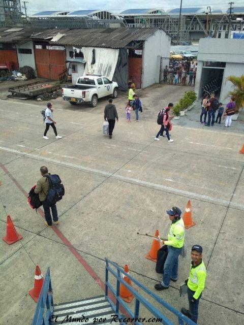 Leticia en el amazonas colombiano desde avion aeropuerto