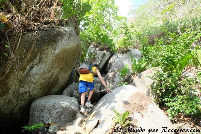 treking a pueblito en el parque tayrona colombia low