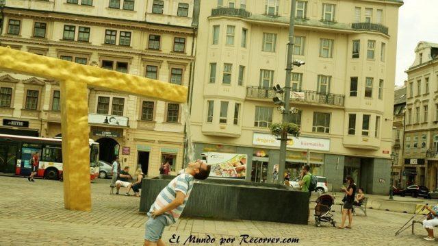 Republica checa pilsen bebiendo fuente