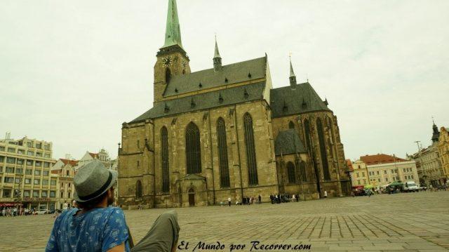 Republica checa pilsen plaza mercado y la catedral de Bartolome