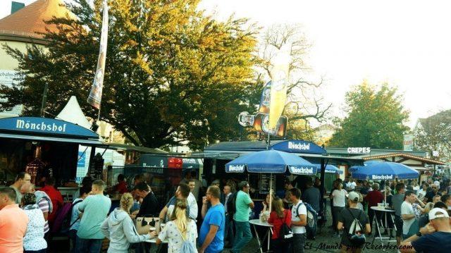Zwiebelmarkt weimar Alemania la fiesta de la cebolla puestos cerveza