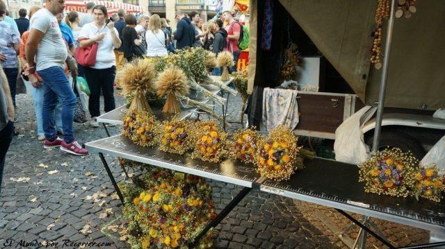 Zwiebelmarkt weimar Alemania la fiesta de la cebolla puestos flores