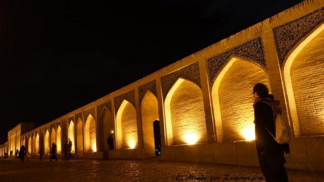 esfahan isfahan iran puente  arcos