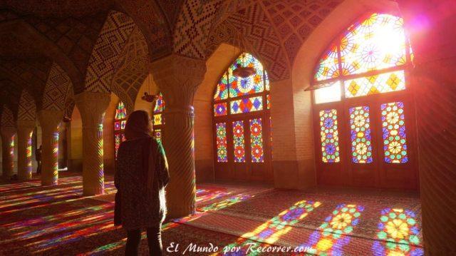 mezquita rosa shiraz iran cristaleras bonitas