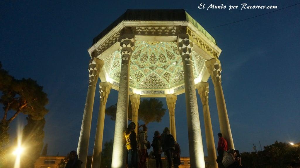 shiraz iran mausoleo parque poetas