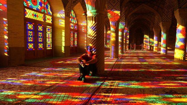 shiraz iran pink mosk mezquita cristaleras de colores
