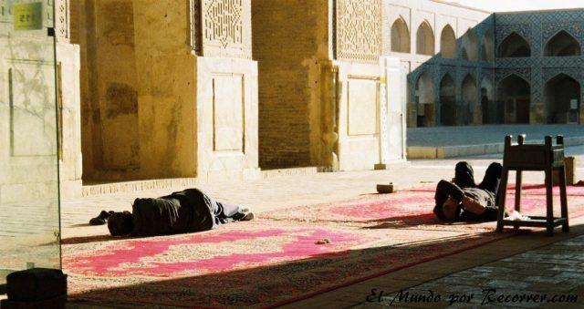 jame mosque esfahan siesta
