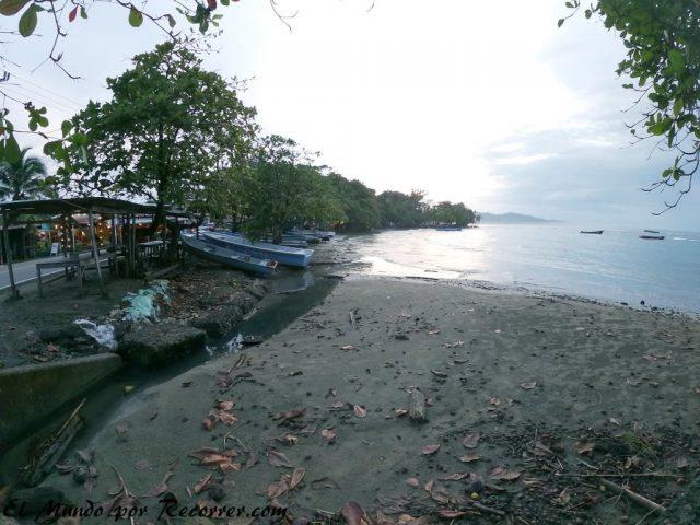 Playa en puerto viejo pueblo