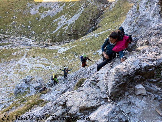 Monte Perdido en valle de Ordesa clavijo paso desde la cola de caballo