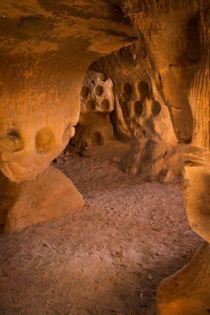 Arnedillo La Rioja cuevas ajedrezado