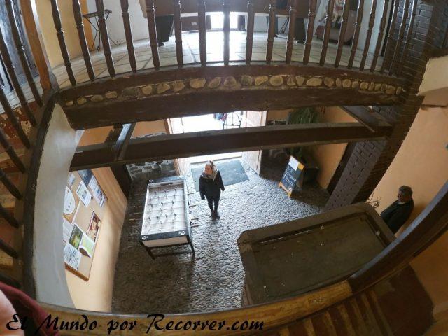 entrada escaleras al casino de munilla