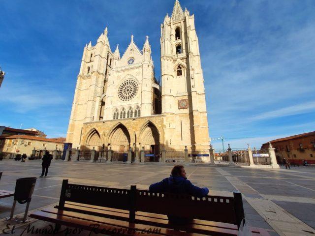 viajar por leon españa catedral
